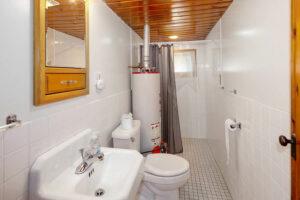 scenic-drive-resort-cedars-cabin-2-bathroom