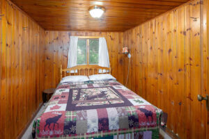 scenic-drive-resort-cedars-cabin-2-bedroom-2