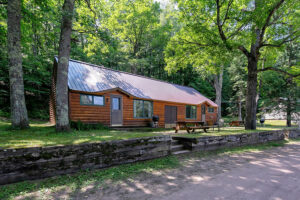 scenic-drive-resort-cedars-cabin-2-outside