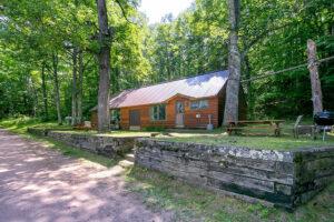 scenic-drive-resort-cedars-cabin-outside