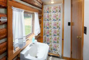 scenic-drive-resort-cookhouse-bathroom