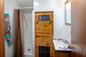 scenic-drive-resort-homestead-cabin-bathroom