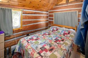 scenic-drive-resort-homestead-cabin-bedroom-2
