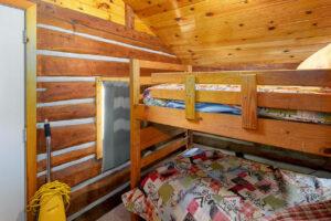 scenic-drive-resort-homestead-cabin-bedroom-3