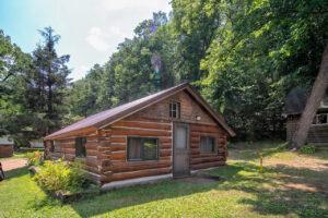 scenic-drive-resort-homestead-cabin-outside
